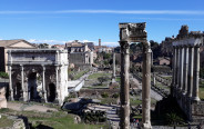 הפורום הרומאי עם שער ספטימיוס
