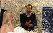 התחתנו בטקס חגיגי. קוקס והשטיח