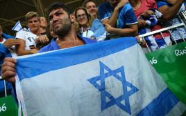 אורי ששון ודגל ישראל