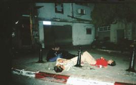 בני נוער שיכורים על מדרכות בתל אביב