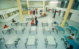 אסירים בבית הסוהר