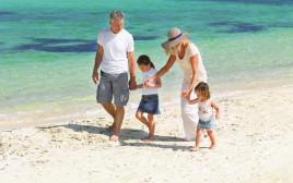 משפחה בחופשה (אילוסטרציה)