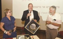 הרב אקשטיין ואיגוד העובדים הסוציאליים