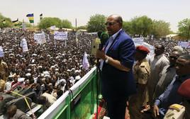 הנשיא הסודני עומר אל־בשיר בעצרת בדרום דארפור