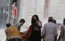 חילוץ פצוע לאחר ההפצצות האחרונות על חלב