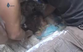 פעוטה מחולצת מההריסות בעיר חאלב