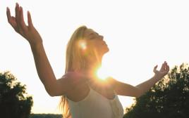 אישה בשמש
