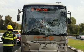 18 פצועים בתאונה בין אוטובוס למשאית בתל אביב