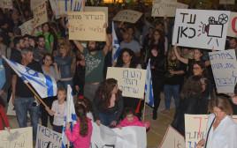 הפגנה נגד סגירת התאגיד השידור