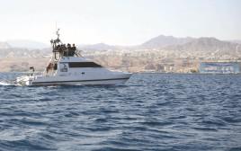 ספינת הנחשול בחופי אילת