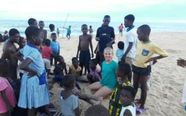 מאור גראו־רומם בעת ההתנדבות בגאנה