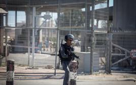 כוחות הביטחון במעבר קלנדיה, ארכיון