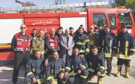 כבאים פלסטינים מסייעים לכיבוי השריפה בחיפה