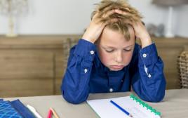 ילד עושה שיעורים, צילום אילוסטרציה