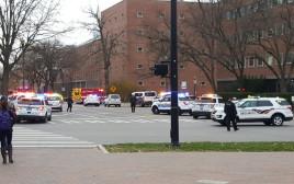 כוחות משטרה מחוץ לאוניברסיטת אוהיו