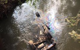 מכונית התהפכה לתוך נהר הירדן