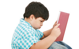 ילד קורא ספר, צילום אילוסטרציה