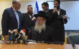 השר יעקב ליצמן במסיבת עיתונאים על סל התרופות