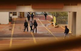חצר בית ספר, למצולמים אין קשר לכתבה