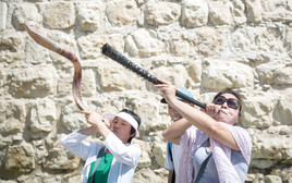 תיירים סינים בשער יפו בירושלים