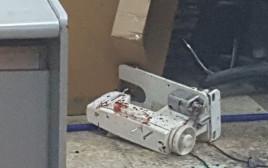 מכונת תפירה ששימשה למעצר החשוד