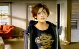 """נטלי אימברוליה, צילום מתוך הקליפ """"Torn"""""""