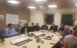 ראש מועצת מגידו איציק חולבסקי וחברי מטה המאבק, בישיבתם הראשונה