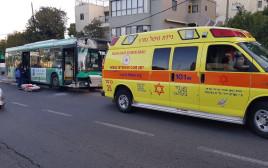 נהג אוטובוס התנגש בתחנה בחיפה לאחר שחווה אירוע לבבי