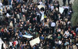 עובדי עיריית קרית ביאליק מפגינים נגד האמוניה