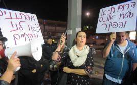 טרי גולדשטיין בהפגנה נגד המסתננים