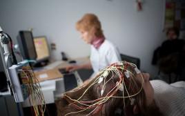 בדיקות על חולת אפילפסיה