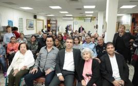 """שר הכלכלה אלי כהן בסיור בבית של עמותת """"יד עזר לחבר"""""""
