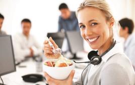 עובדים אוכלים