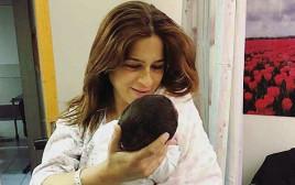מירב בן ארי והתינוקת