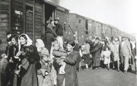 משפחות בדרך למחנה ההשמדה טרבלינקה