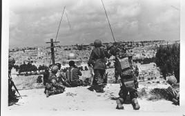 חיילים צופים על הר הבית