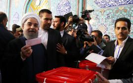 חסן רוחאני מצביע בבחירות, איראן