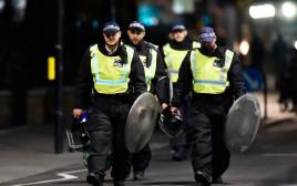שוטרים בזירת הפיגוע בלונדון