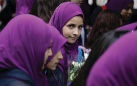 מוסלמיות במקום הפיגוע בלונדון