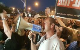 """ההפגנה נגד היועמ""""ש בפתח תקווה"""