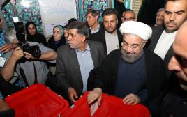 רוחאני מצביע בבחירות באיראן
