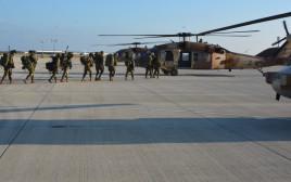 """חיילי חטיבת הקומנדו """"עוז"""" עולים על מסוק"""