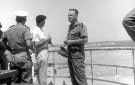 יצחק רבין מבקר בשארם א שייח' במהלך ששת הימים