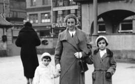 אנה פרנק (משמאל) עם אמה ואחותה