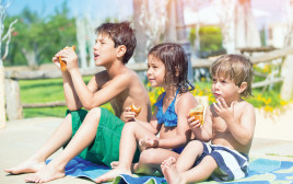 ילדים אוכלים, צילום אילוסטרציה