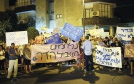 הפגנה מחוץ לבית משפחת גולדין