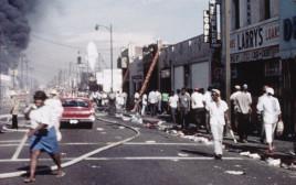 מהומות אל.איי The LA Riots: 25 Years Later. צילום מסך