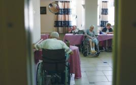 קשישים בבית אבות, אילוסטרציה