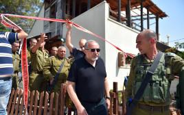 """שר הביטחון ליברמן והרמטכ""""ל איזנקוט בזירת הפיגוע בחלמיש"""
