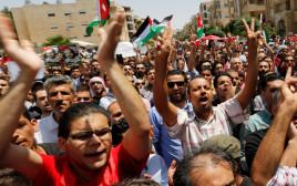 מפגינים מחוץ לשגרירות ישראל בירדן